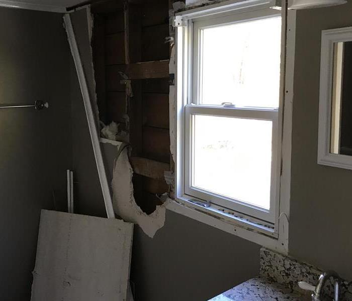 Ice Dam Leaks into Dry Wall